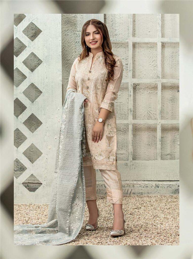1-pawri ho rahi hai girl Dananeer exclusive photo shoot