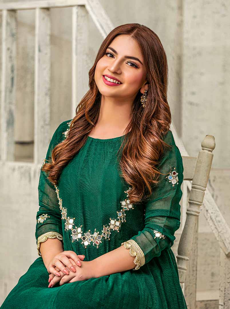 4-pawri ho rahi hai girl Dananeer exclusive photo shoot