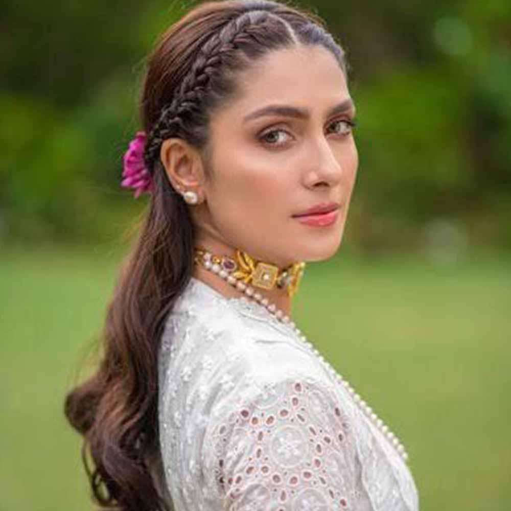 Ayeza Khan-Model